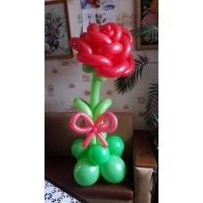 Роза из шаров на подставке